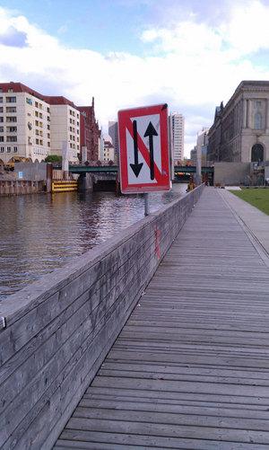 berlin12_redNwhite05.jpg
