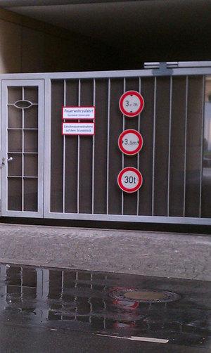 berlin12_redNwhite06.jpg